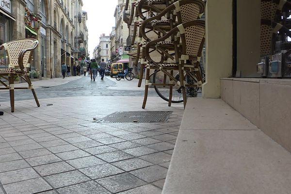 Pour rentrer dans certains restaurants il faut gravir plusieurs marches rendant l'installation d'une rampe nécessaire.