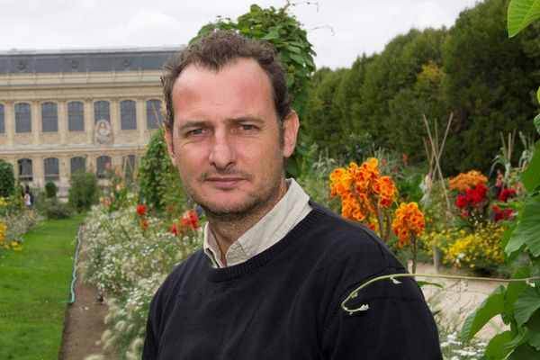 """Il signe avec le photographe Philippe Psaïla """"Tout Lascaux"""" aux éditions Synops"""