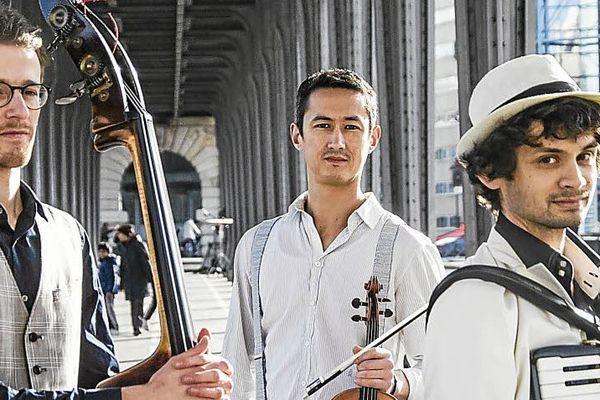 Violon, contrebasse et accordéon avec l'Ensemble Tromano le 27 juillet 2020 dans le cadre du festival Châteauneuf sous les étoiles.