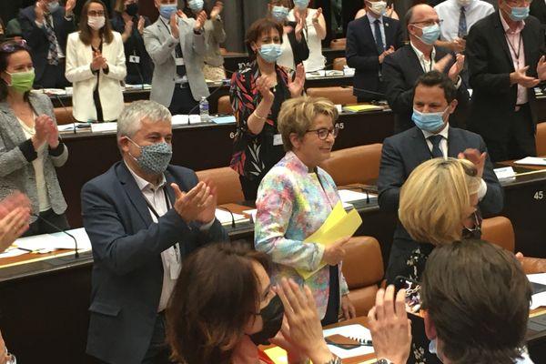 Marie-Guite Dufay élue présidente du conseil régional de Bourgogne avec les 57 voix de sa majorité.