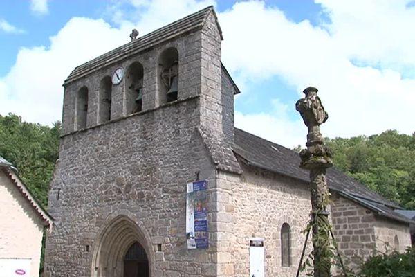 La proximité de bâtiments classés comme l'église de la commune fait partie des arguments retenus par la préfecture pour refuser le projet