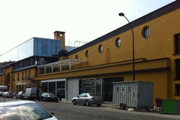 """La peinture d'origine jaune """"tango"""" de sa façade a été retrouvée et utilisée pour son ravalement."""