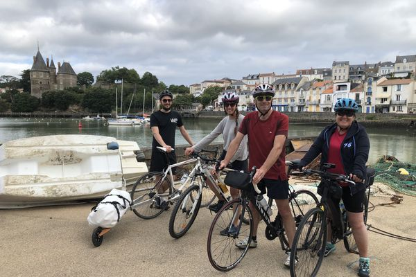 Grégoire, Pauline, Jean-Marc et Nathalie sont originaires de Grenoble et ont décidé de découvrir la Loire-Atlantique à vélo.