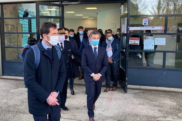 Le ministre de l'Intérieur, Gérald Darmanin, a fait le déplacement au centre culturel islamique Avicenne de Rennes, tagué la nuit précédente