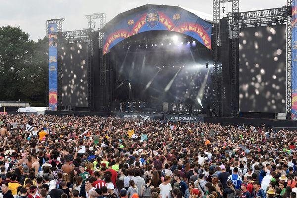 Au-delà de ces près de 300 000 festivaliers, le festival des Vieilles Charrues représente environ 18 M € de retombées économiques
