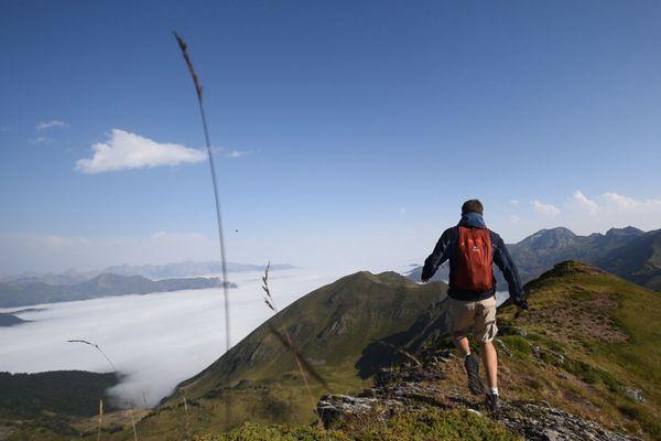 Suivez Tibo à la découverte des plus beaux sentiers de randonnée de Nouvelle-Aquitaine !
