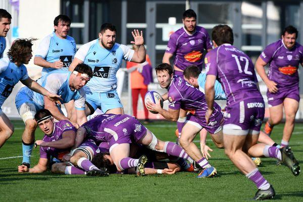 Bourg-en-Bresse (en violet) affrontent Bourgoin-Jallieu dans la 21e journée de la nationale dimanche 28 mars