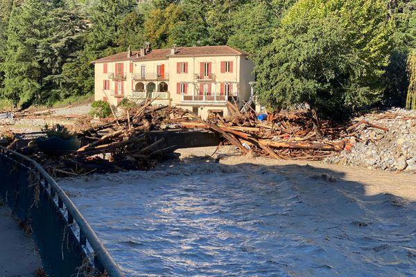 Scène de désolation à Breil-sur-Roya après que la Tinée soit sortie de son lit