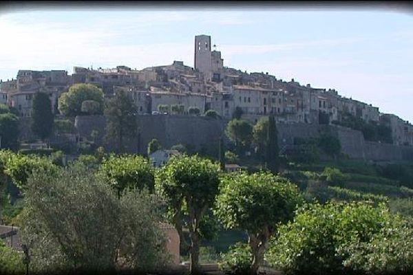 Clans, Eze, Saint Paul de Vence (ici) ou Bargème, autant de lieux à découvrir ou redécouvrir dans les Alpes-Maritimes et le Haut-Var