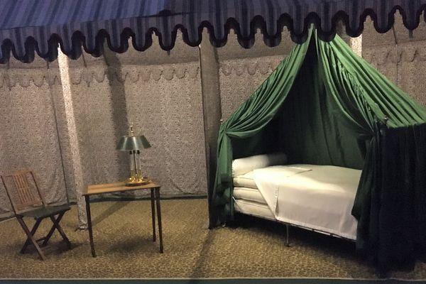 L'Empereur avait conçu sa tente afin qu'elle soit le plus fonctionnel possible : tout le matériel devait être pliable afin de pouvoir être rangé dans des malles et transporté facilement.