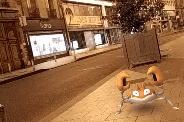 Capture d'écran de l'application Pokemon Go dans les rue de Reims.