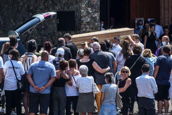 Le cercueil de Philippe Monguillot a été porté par six de ses collègues et amis ce 20 juillet 2020.