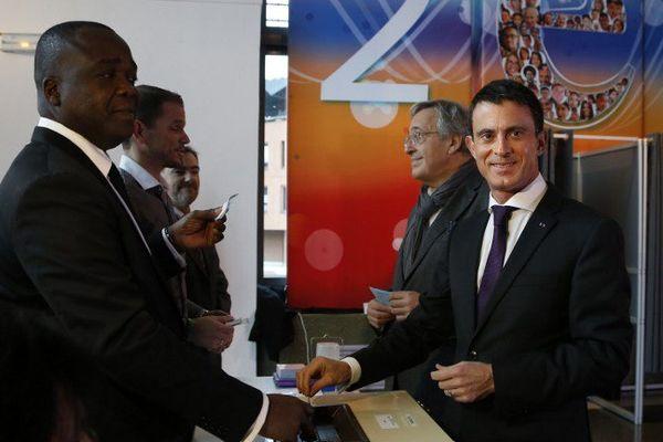Manuel Valls lors de ce premier tour des élections régionales.