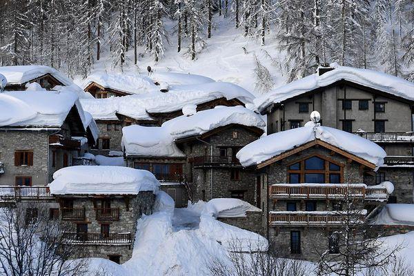 Chalets dans le hameau du Fornet dans la station de ski alpin de Val d'Isère le 11 janvier 2018.