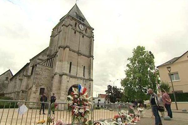 Selon les enquêteurs, Kassim a inspiré l'attentat de Saint-Étienne-du-Rouvray (Seine-Maritime), où Adel Kermiche et Abdel Malik Petitjean ont tué un prêtre dans une église, le 26 juillet.