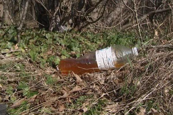 Le fléau des agents de la DIR Est : les bouteilles d'urine jetées sur le bas-côté par les usagers de la route