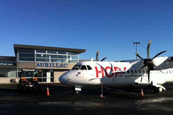 L'avion de la ligne régulière entre Paris et Aurillac a été victime d'un choc en plein vol, dimanche 25 mars. Bien que la carlingue ait été endommagée, il a réussi à se poser sur l'aéroport d'Aurillac.(Photo d'illustration)