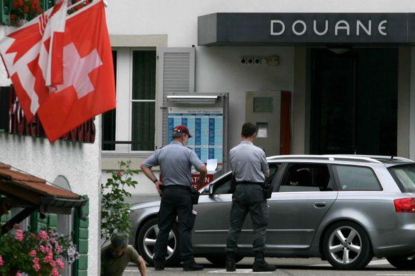 Les trois cantons suisses de Vaud, de Neuchâtel et du Valais avaient édicté des mesures sanitaires moins strictes que dans le reste du pays.