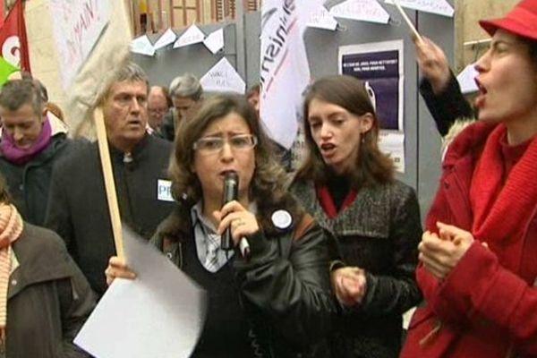 Les manifestants se sont rassemblés devant le consulat d'Espagne de Montpellier et de Perpignan.