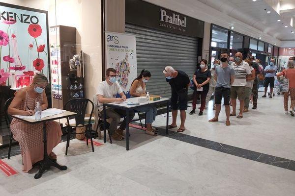 Inscriptions pour des tests de dépistage à Bastia, le 3 août dernier