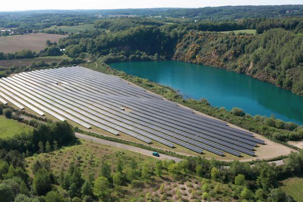 La centrale photovoltaïque de Baud, dans le Morbihan, est la plus importante de Bretagne à ce jour. Elle sera dépassée par celle de Radenac d'ici la fin de l'année.