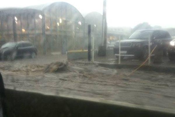 28/11/14 - Intempéries en Corse - Comme à chaque grosse pluie sur la RN193, sortie sud de Bastia