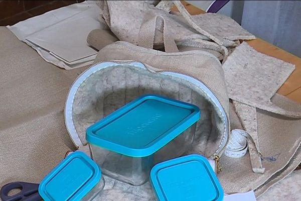 Le sac peut tenir les aliments au frais entre 4 et 6 heures.