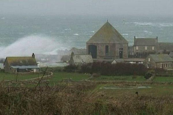 La Manche une nouvelle fois placée en vigilance orange pour vents violents et risques de submersions (archives, image Claude Leloche, Goury dans la tempête, 5 février 2014)