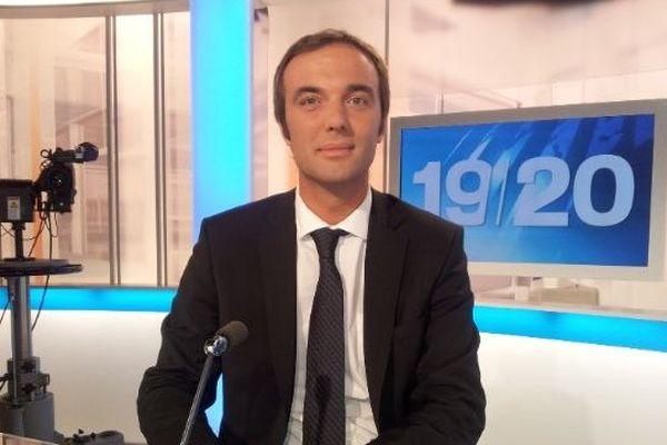 Michaël Delafosse dans les studios de France 3 Languedoc-Roussillon en septembre 2013