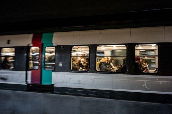 Le RER est le transport en commun francilien dans lequel le plus de personnes ressentent de la peur, indique l'enquête.