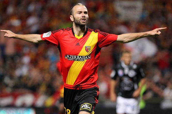 Danijel Ljuboja, venu du PSG, a signé le but de la victoire lensoise sur pénalty.