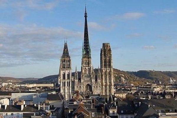 Rouen serait la capitale de la grande région fusionnant Haute et Basse Normandie et Picardie proposée par le président PS de la Haute-Normandie, Nicolas Mayer-Rossignol.