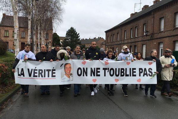 Une cinquantaine de personnes ont rendu hommage au Douaisien disparu il y a quatre ans.