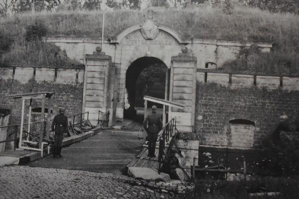 Le Fort de Queuleu, tenu par les allemands, durant la Seconde Guerre Mondiale.