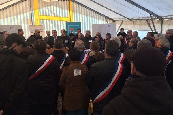 Une cinquantaine d'élus a signé une lettre adressée au Premier ministre et au président de la région Nouvelle-Aquitaine.