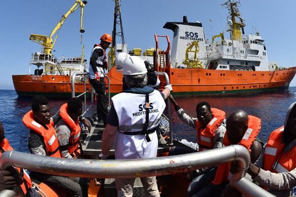 Opération de sauvetage de SOS Méditerranée le 24 mai 2016