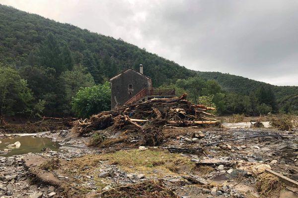 Un pont coupé par les dégâts à Saint André de Majencoules.