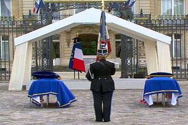 Préfecture de Versailles - hommage national à Jean-Baptiste Salvaing et à sa compagne Jessica Schneider - 17 juin 2016.