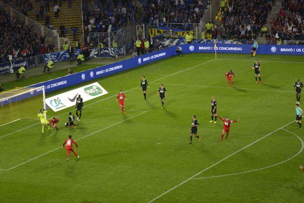 Les Herbiers ont ouvert le score face à Chambly en 1/2 finale de la Coupe de France, le 17 avril 2018