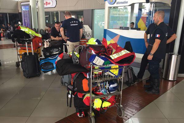 Les membres de l'expédition de l'association Pompiers Missions Humanitaires ont passé l'esntil de leur temps en transit dans les aéroports indonésiens. Ils ont décidé de renter, faute d'être autorisés à exercer leur mission sur les sites touchés par le séisme et de Tsunami.