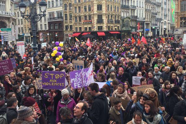 Le collectif féministe #NousToutes a donné le départ de la marche contre les violences sexistes et sexuelles devant l'Opéra de Lille.