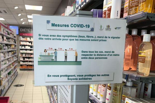 Pour se protéger eux ainsi que leur clientèle, chaque pharmacien trouve sa méthode.