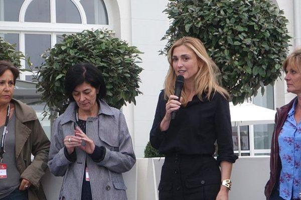 Julie Gayet a remis ce mardi soir à Trouville le prix France Télévisions du meilleur jeune producteur
