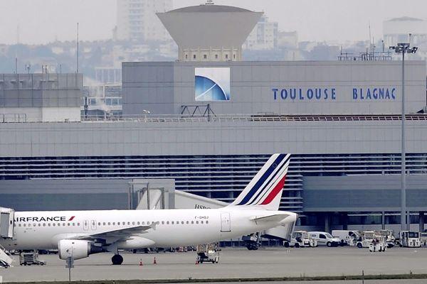 La procédure de cession de l'aéroport de Toulouse-Blagnac est sujet à controverses et batailles juridiques depuis 2015.