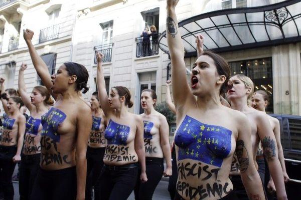 22 Femen ont manifesté mardi à Paris contre le FN, qui présentait au même moment ses listes aux élections européennes lors d'une conférence de presse.