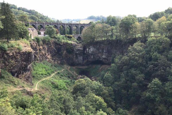 En raison de la sécheresse, la cascade de Salins dans le Cantal offre un triste spectacle.