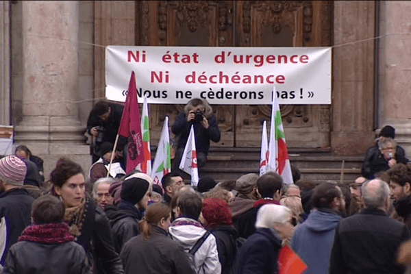 Manifestation contre l'état d'urgence