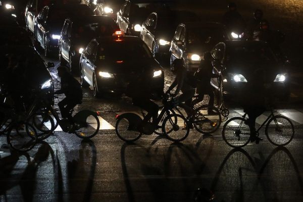 Les piétons et les cyclistes sont plus victimes d'accidents au moment du passage à l'heure d'hiver. (Illustration)