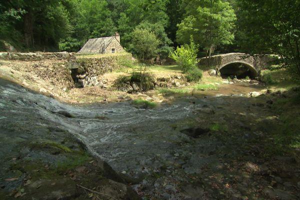 Le site du Martinet de la Ramonde, au bord du Lézert, à La-Bastide-l'Evêque