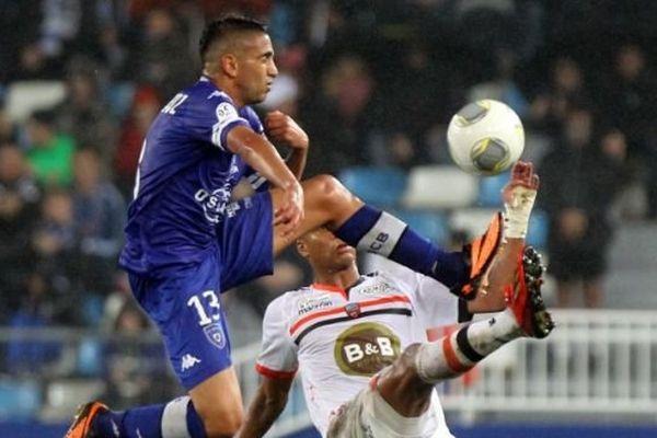Ryad Boudebouz et Kevin Monnet-Paquet , stade Armand Cesari.  AFP PHOTO / PASCAL POCHARD-CASABIANCA